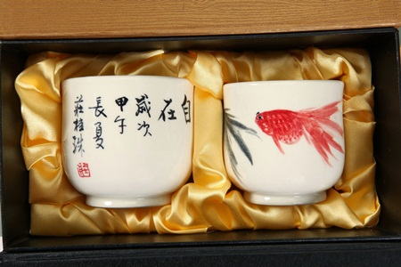 【國際陶藝大師莊桂珠彩瓷創作】手繪夫妻對杯組
