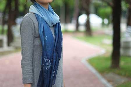 手工藍染桐花圍巾